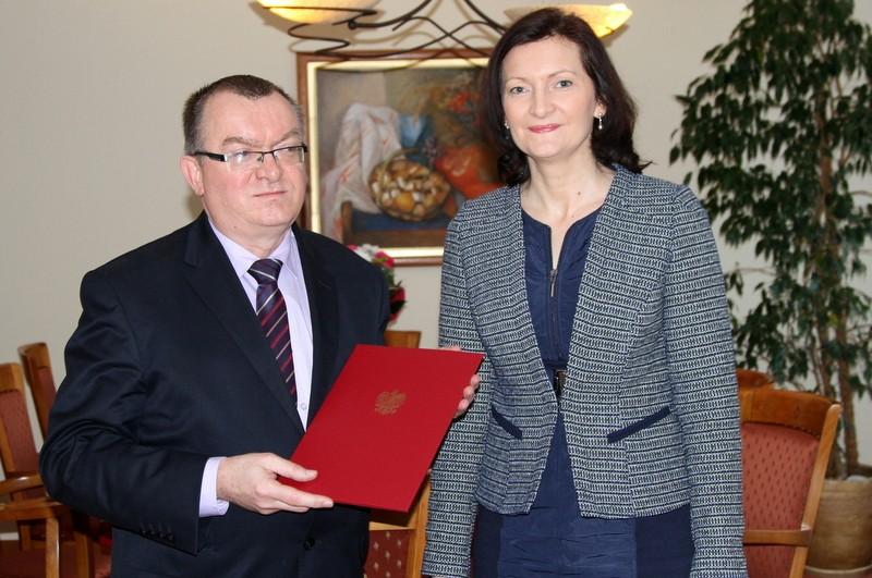Witold Lechowski odebrał nominację z rąk wojewody Ewy Leniart. Fot. © Podkarpacki Urząd Wojewódzki w Rzeszowie