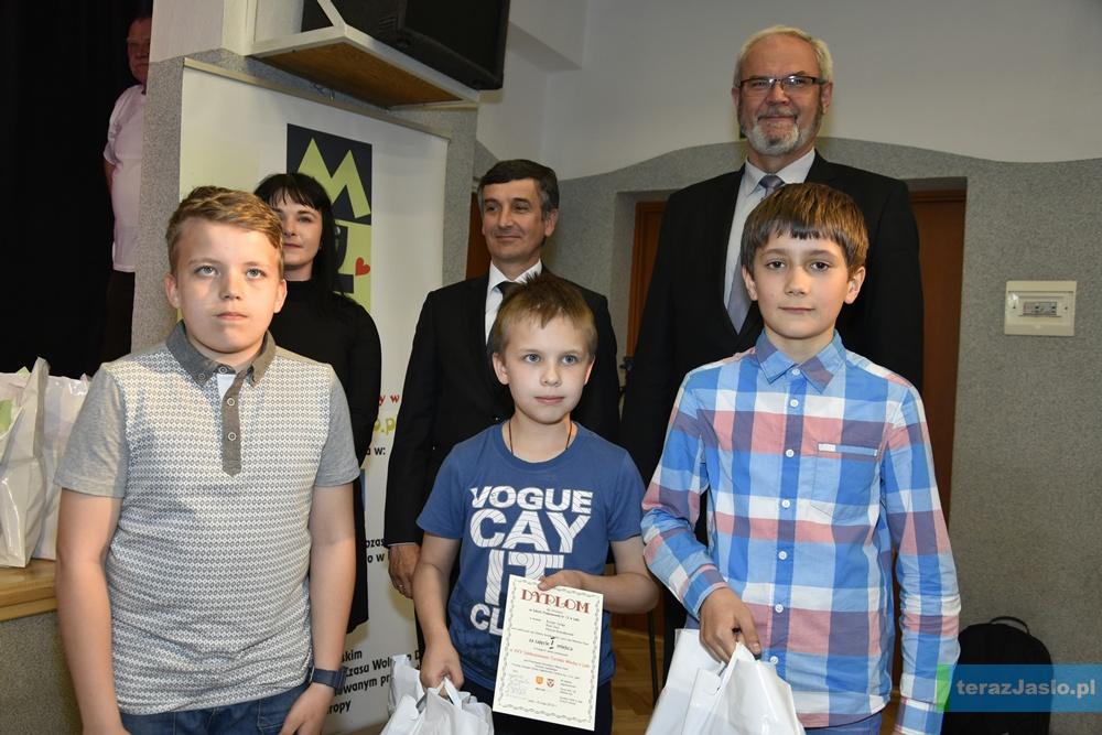 Zwycięzcy w kategorii szkół podstawowych. Fot. © terazJaslo.pl / Damian PALAR
