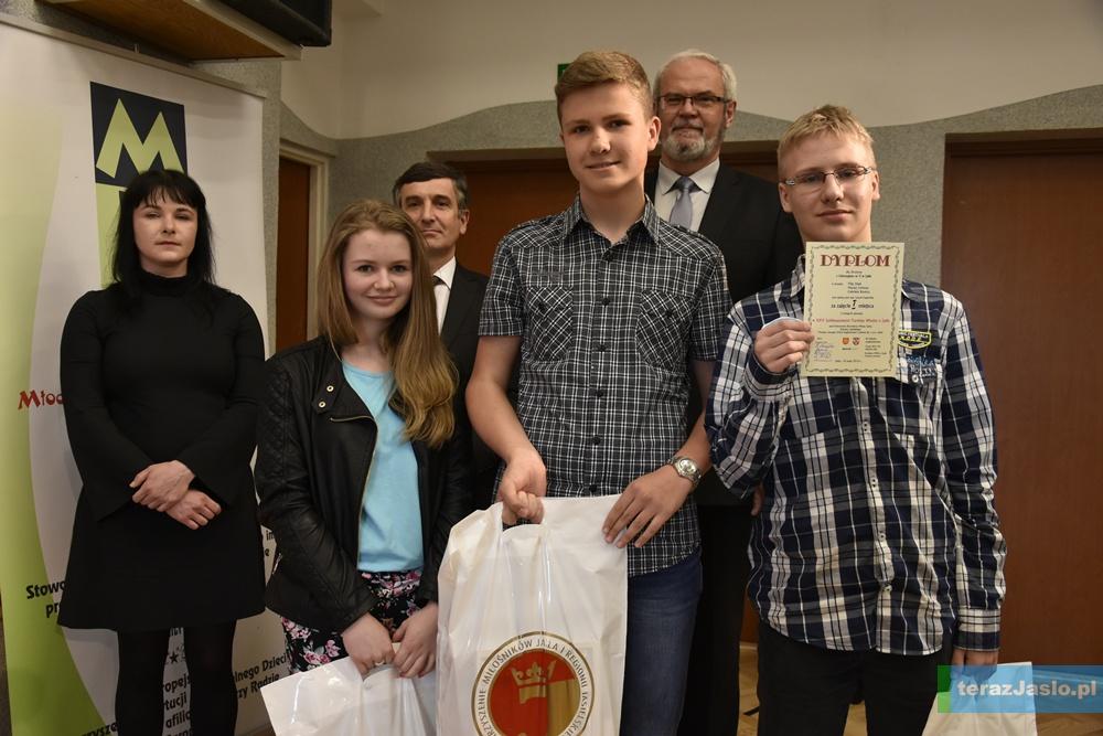 Zwycięzcy w kategorii gimnazjów. Fot. © terazJaslo.pl / Damian PALAR