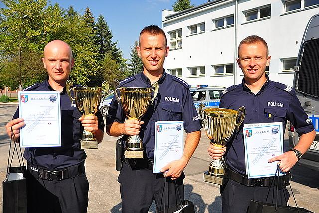st. asp. Robert Zoła (pierwszy z lewej). Fot. © KPP w Jaśle