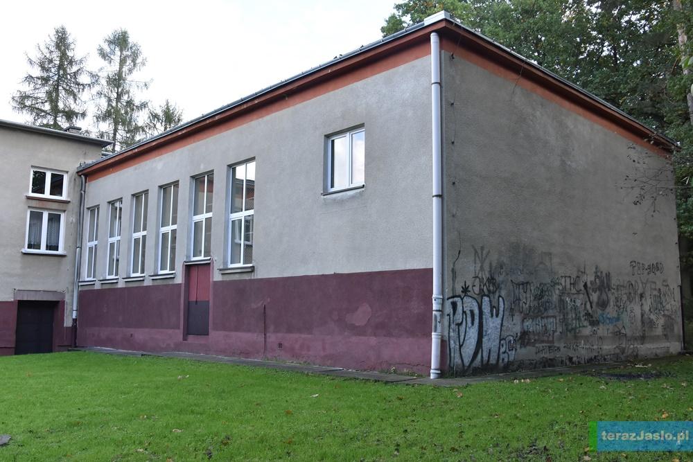 Przy Szkole Podstawowej nr 11 zostanie rozbudowana sala gimnastyczna. Fot. © terazJaslo.pl / Damian PALAR